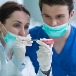 Житель Волгоградской области отсудил у частной стоматологии более 800 тысяч рублей